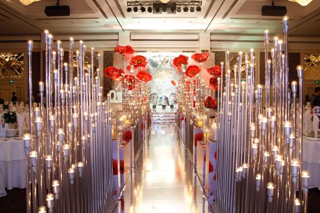 Ý nghĩa của những mẫu đèn cây trang trí đám cưới
