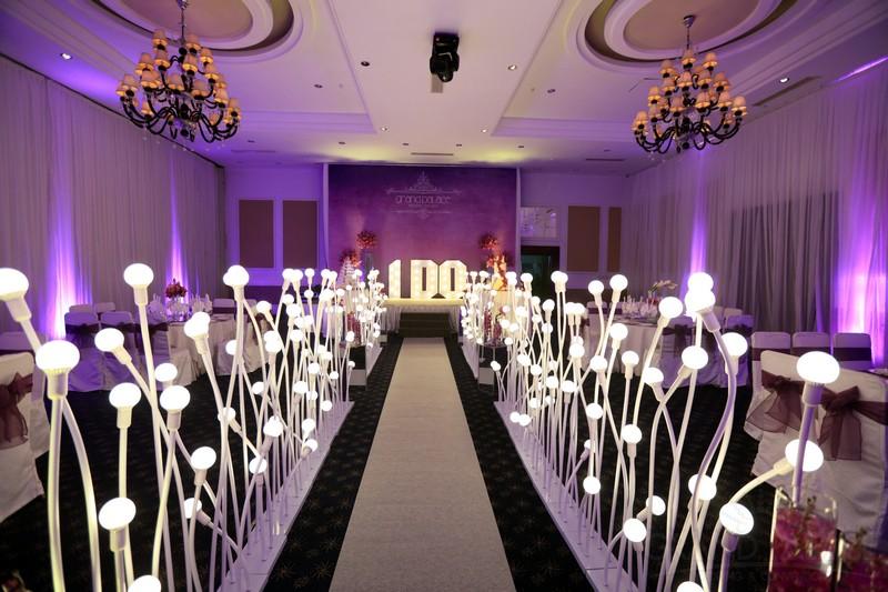 Đèn cây trang trí đám cưới hình nụ hoa