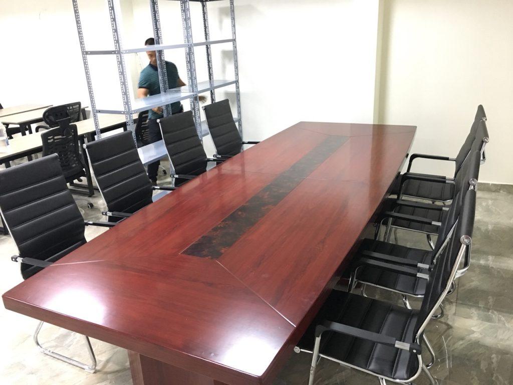 Bàn họp tròn dành cho văn phòng nhỏ